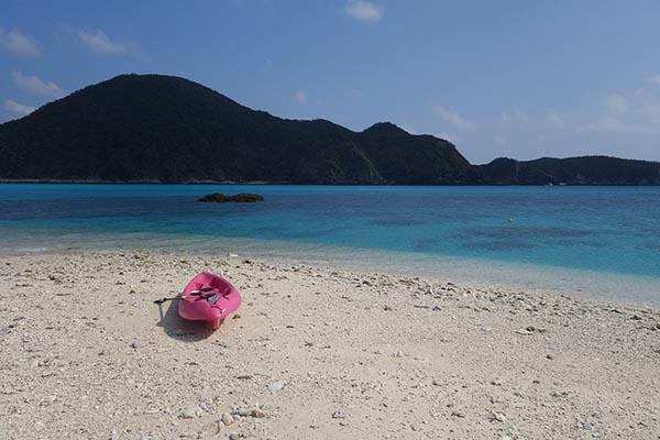 從無人島遙望阿波連海灘。