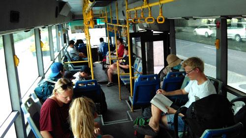 機場到市區152號公車畢竟是門面,車體比較新,冷氣也比較強。